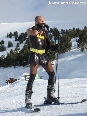 http://www.sports-sante.com/images/2-alpes/deguisements/batman-ski.jpg