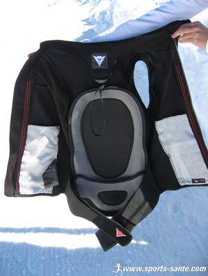 test protection de ski la dorsale int gr e core vest de dainese. Black Bedroom Furniture Sets. Home Design Ideas