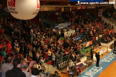 [Bourges] Future salle des sports : 5.000 places - Page 2 Basket-spectateurs