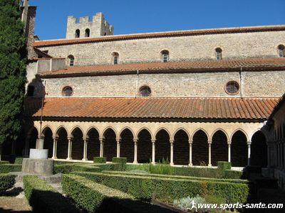 Arles sur Tech et son abbaye b�n�dictine fortifi�e au coeur de la Catalogne fran�aise pr�s de Perpignan