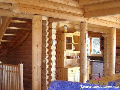 Maison ou chalet en rondins de bois brut la fuste - Interieur chalet bois montagne ...