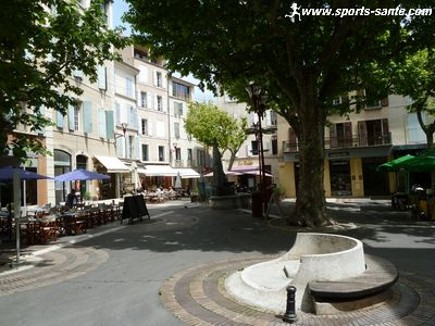 Photo de la Place des marchands � Manosque