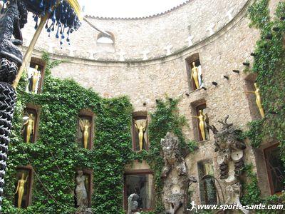 Vue sur la cour int�rieure du Mus�e de Dali � Figueras