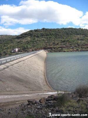 Photo du barrage du Mas des Terres Rouges au Salagou