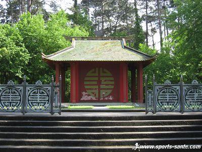 Parcs et jardins parisiens le jardin tropical du bois de for Pavillon en bois pour jardin