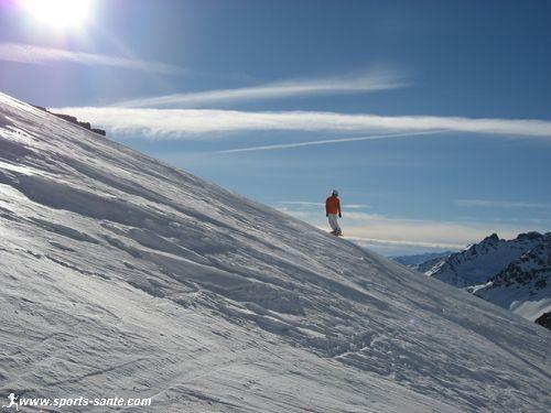 Hors piste sur le Glacier du Bouchet depuis la Pointe du Bouchet � Orelle, la neige est dure !